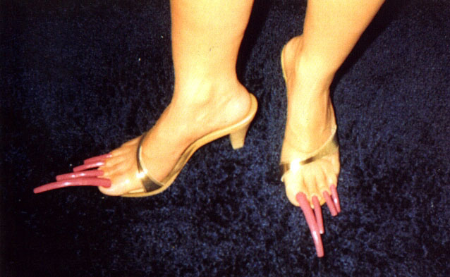 Why would a women have long toenails ????? - Yahoo! Answers